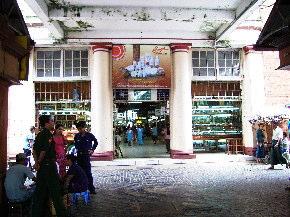 マーケットの入口