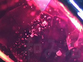 多数分布する八面体結晶インクルージョン